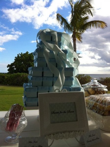 Sweet treats for guests at 8-8-10 wedding @ Ihilani Beachside lawn. (Vicky & Brian)